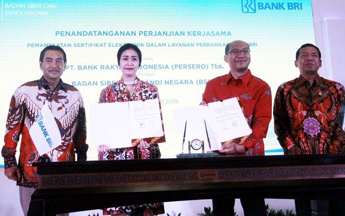 Hadir dalam acara tersebut Direktur Utama Bank BRI Suprajarto, Kepala Badan Siber dan Sandi Negara (BSSN) Djoko Setiadi saat penandatanganan MoU dan PKS antara Bank BRI dengan BSSN di Jakarta.Foto: dok BRI