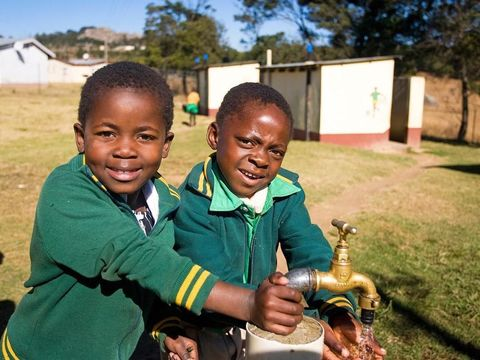 Anak-anak kecil di eSwatini (AFP)