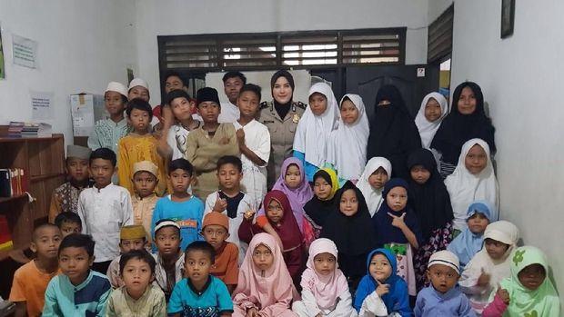 Bripda Diah mendapat penghargaan karena mengajar anak-anak yatim