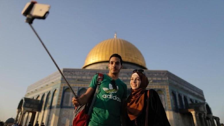 Turis muslim di Dome of The Rock (Ammar Awad/Reuters)
