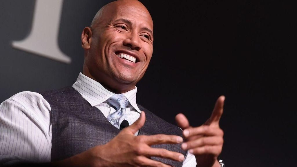 Manisnya Momen Skin to Skin Contact The Rock dengan Bayinya