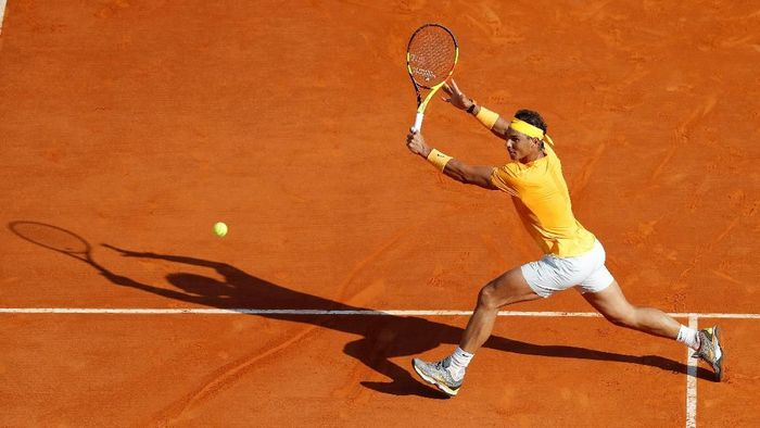 Rafael Nadal mengalahkan Karen Khachanov di babak 16 besar Monte Carlo Masters (Foto: Eric Gaillard/Reuters)
