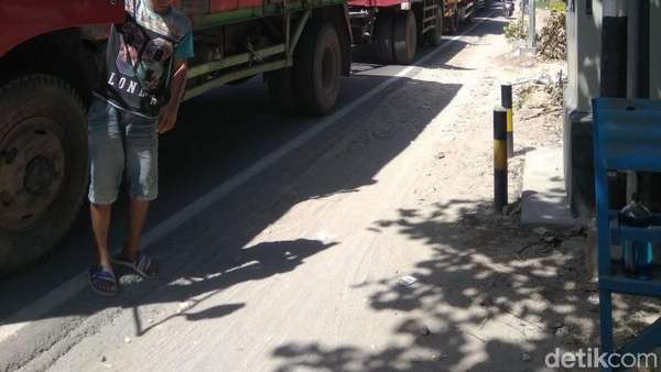 Kemacetan Parah di Jalan Daendels Lamongan, Truk-truk Berimpitan