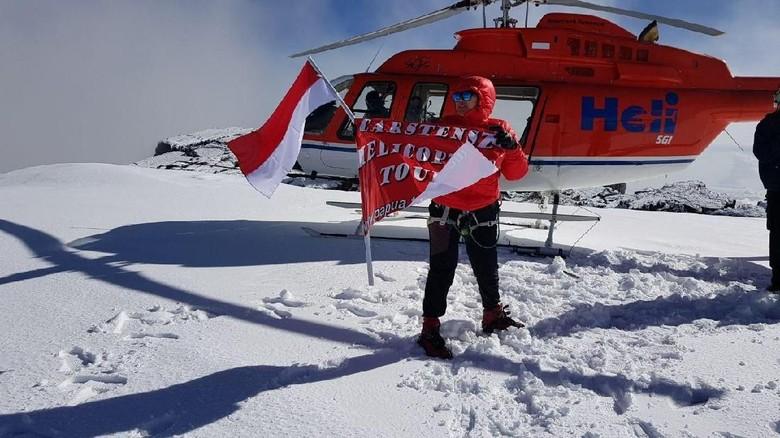 Naik helikopter ke puncak gunung yang bersalju dan dilapisi es di Papua (Adventure Carstensz)
