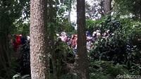 Warga sekitar yang antusias dengan pernikahan Syahnaz dan Jeje. Foto: Pernikahan Syahnaz (Asep/detikHOT)