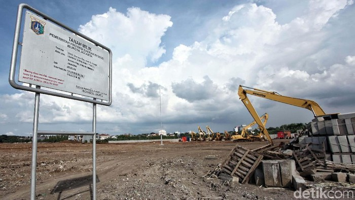 Kondisi terkini Stadion BMW. Hingga saat ini progres pembangunan stadion untuk markas Persija itu masih dalam proses meratakan tanah.