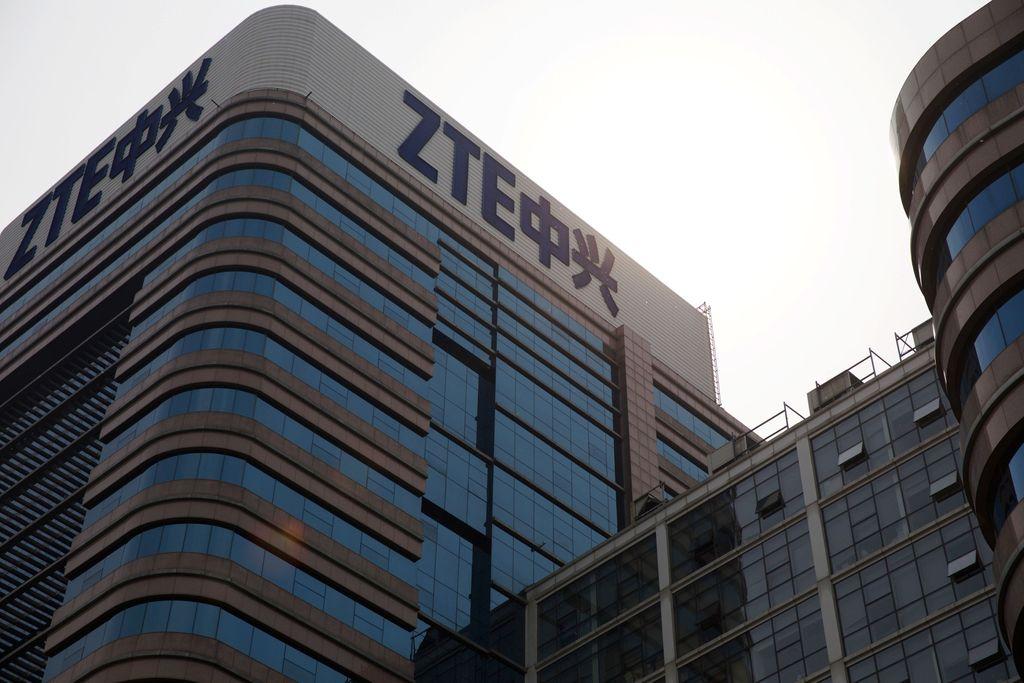 Ini kantor pusat ZTE di Shenzen, China. Perusahaan ini telah berdiri sejak 33 tahun lampau atau pada tahun 1985. Dulu mereka bernama Zhongxing Semiconductor Co., Ltd. Foto: Reuters