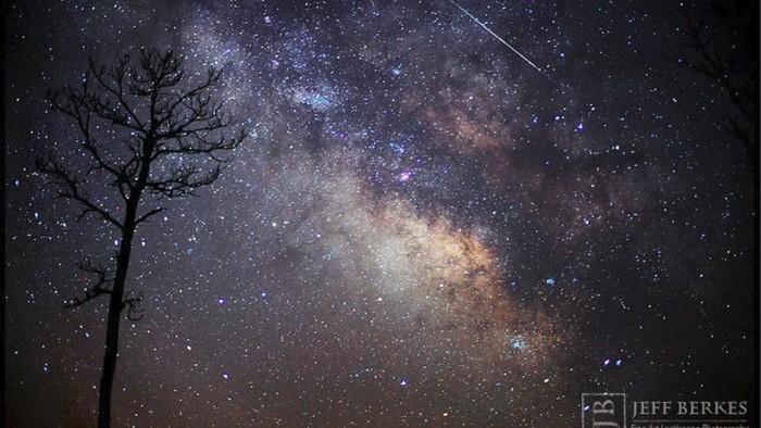 Ilustrasi hujan meteor. Foto: via Space.com