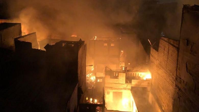Api di Kebakaran Permukiman Padat Tambora Berhasil Dipadamkan