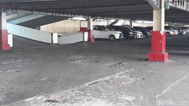 Parkir Blok F Tanah Abang, yang akan jadi lokasi sementara pedagang Blok G, Sabtu (21/4/2018)