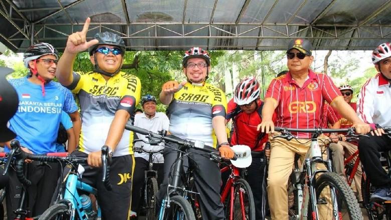 Mandi Keringat, Gaya Prabowo Gowes Berkostum Olahraga