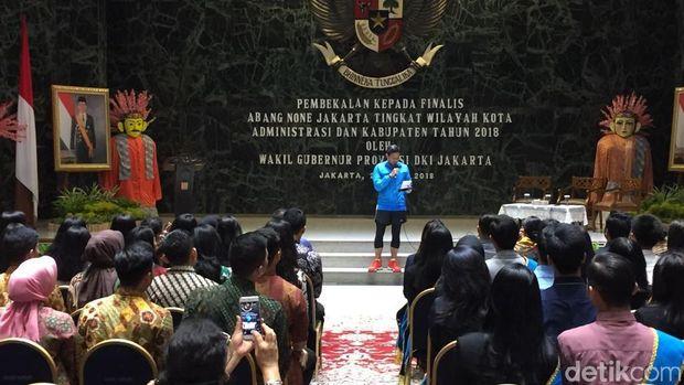 Wagub DKI Sandiaga Uno bersama finalis Abang None Jakarta di Balai Kota, Sabtu (21/4/2018)