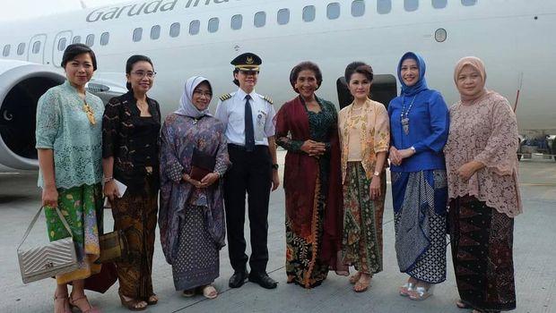 Hari Kartini di Bandara Soetta: Bagi-bagi Coklat hingga Baca Puisi