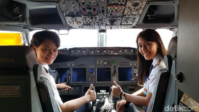 Kapten Ida (kiri), pilot wanita pertama maskapai Garuda Indonesia dan co pilot Melinda (Syanti/detikTravel)