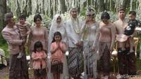Keluarga Raffi Ahmad pun berkumpul. Foto: Pernikahan Syahnaz (Noel/detikHOT)