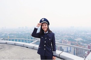 Selain Berprestasi Sebagai Pilot, Tania Juga Gemar Traveling