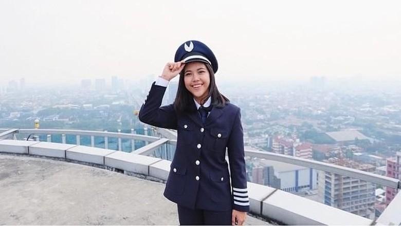 Tania Artawidjaya, pilot Garuda Indonesia yang gemar traveling (@taniawidjaya/Instagram)