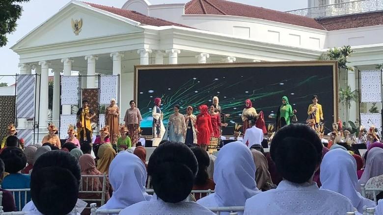 Hari Kartini, Iriana Gelar Fashion Show Kain Nusantara