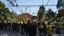 Ratusan Warga Kediri Meriahkan Prosesi Pengantin Tebu