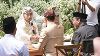 Happy wedding Syahnaz dan Jeje. Foto: Pernikahan Syahnaz (Noel/detikHOT)