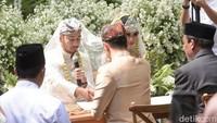 Raffi Ahmad bertindak sebagai wali dalam pernikahan Syahnaz. Foto: Pernikahan Syahnaz (Noel/detikHOT)