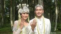 Syahnaz dan Jeje resmi menikah bertepatan dengan Hari Kartini. Foto: Pernikahan Syahnaz (Noel/detikHOT)