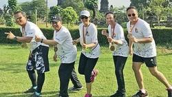 Berwibawa tetapi juga sangat memerhatikan kesehatan. Sebagai Kartini zaman now, begini lah potret menteri-menteri perempuan yang sedang berolahraga.