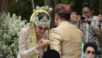 Saat Syahnaz dengan Raffi yang menjadi wali pernikahannya. Foto: Pernikahan Syahnaz (Noel/detikHOT)
