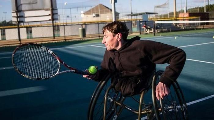 Keterbatasan fisik bukan jadi alasan berhenti beraktivitas. Seorang pria asal Alabama kehilangan kedua kakinya sejak kecil bahkan mampu terus berolahraga. Foto: instagram
