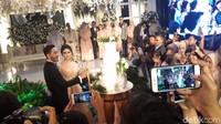 Meski hujan deras sempat mengguyur Bandung, namun acara tersebut tetap bisa terlaksana. Foto: Pernikahan Syahnaz (Asep/detikHOT)