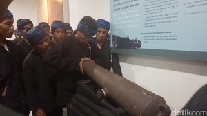 Ritual Seba, Warga Baduy Cek Artefak Kesultanan Banten di Museum