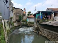 Cerita Mang Ecin Ecin dan Keluarga Terjebak Banjir di Bandung
