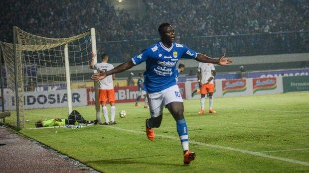 Persib Bandung tumpul tanpa Ezechiel N'Douassel saat melawan Arema FC.