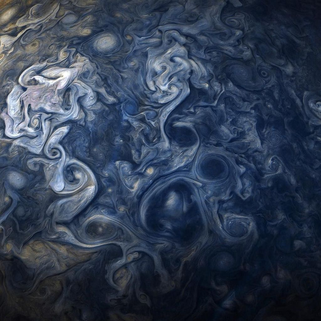 Gulungan awan layaknya motif batik Mega Mendung memang menjadi salah satu ciri khas dari Jupiter. Foto: Instagram @nasa