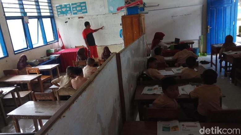 Kisah Umar Bakri: Ke Sekolah Renangi Sungai, di Kelas Berhimpitan