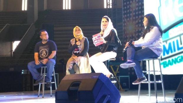 Arumi saat talk show di Kediri/
