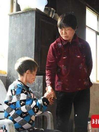 Kisah haru janda rawat tetangga difabel. Foto: Dok. South China Morning Post