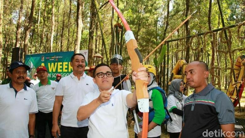 Foto: Bupati Anas membuka Festival Jelajah Satu Minggu di Songgon, Banyuwangi (Ardian/detikTravel)