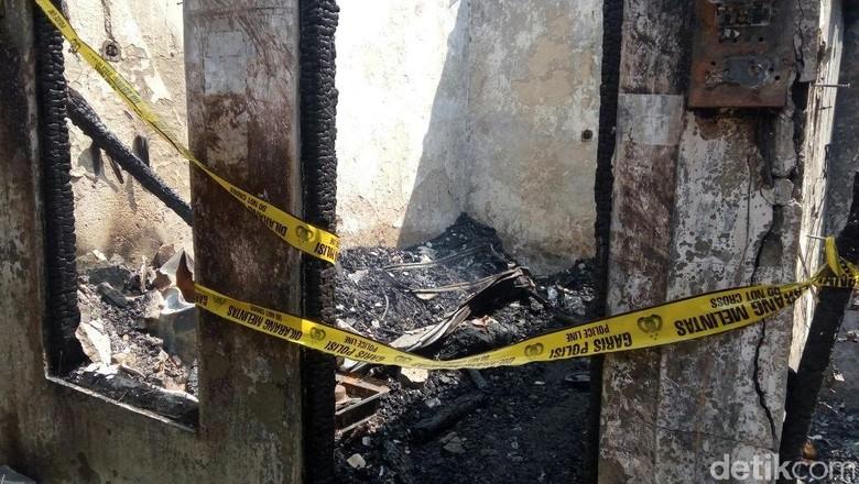 Garis Polisi Dipasang di Rumah Diduga Sumber Kebakaran di Tambora