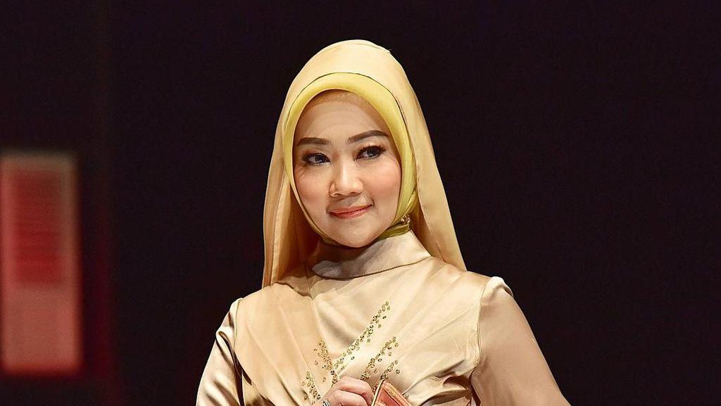 Tips Pilih Baju untuk Halal Bi Halal ala Si Cinta Istri Ridwan Kamil