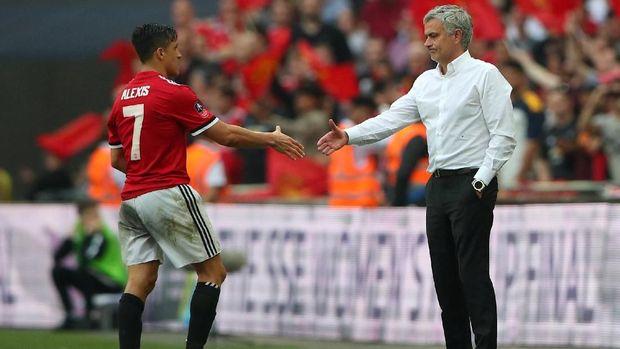 Jose Mourinho mendatangkan Alexis Sanchez pada bursa transfer tengah musim 2017/2018.