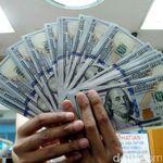 Perjalanan Dolar AS dari Era Soekarno hingga Jokowi