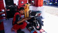 Judul: Kenapa Perempuan Harus Bisa Naik Motor? Ini Alasannya