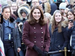 Ini Alasan Kate Middleton Tak Pernah Lepas Coat di Depan Publik