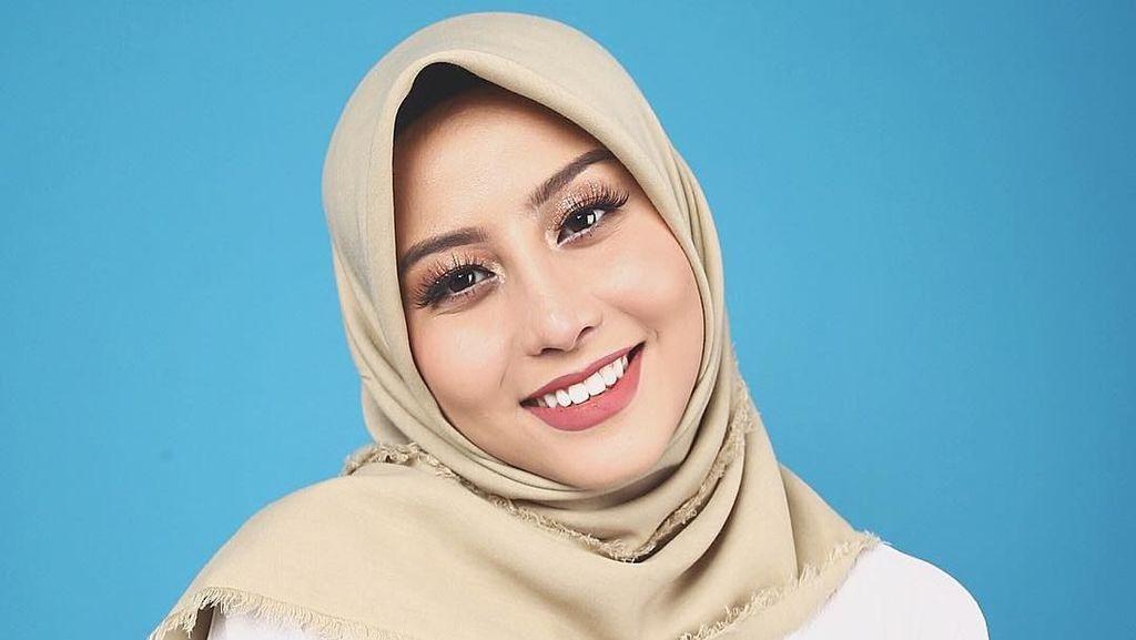 Awkarin Jualan Hijab Jelang Lebaran, Netizen Shock