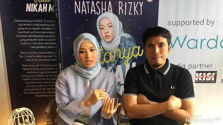 Beda Umur 16 Tahun, Ini Cerita Awal Nikah Natasha Rizky dan Desta/ Foto: Radian Nyi S
