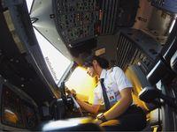 Melinda di dalam kokpit pilot (melindalfred/Instagram)