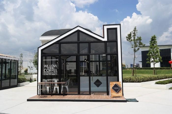Jika berkunjung ke wilayah Johor Bahru, ada kafe Palladium yang terbentuk dari rumah kaca berukuran mini namun tetap cantik dan menarik. Foto: Shin Hailey