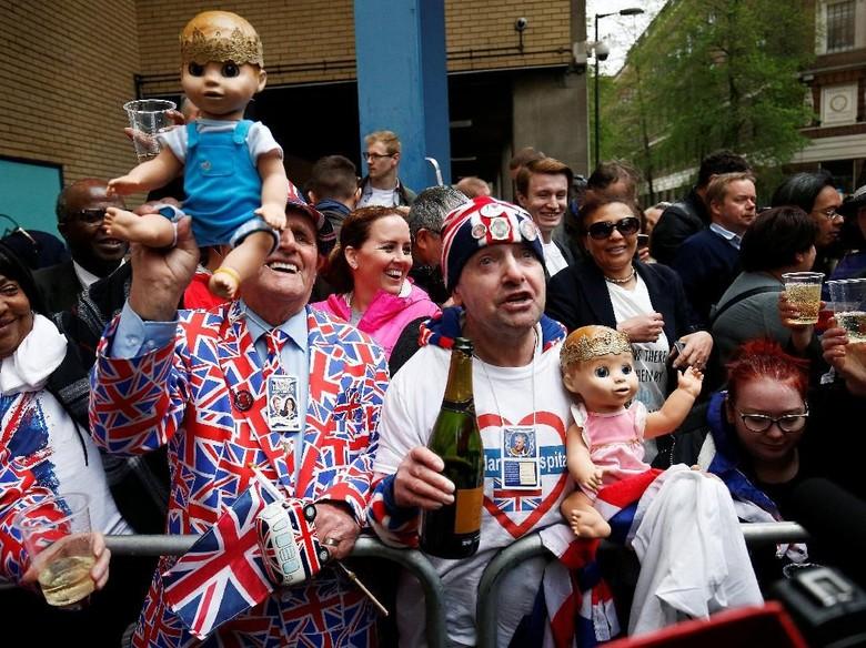 Kate Middleton Lahirkan Bayi Laki-laki, Warga Bersorak