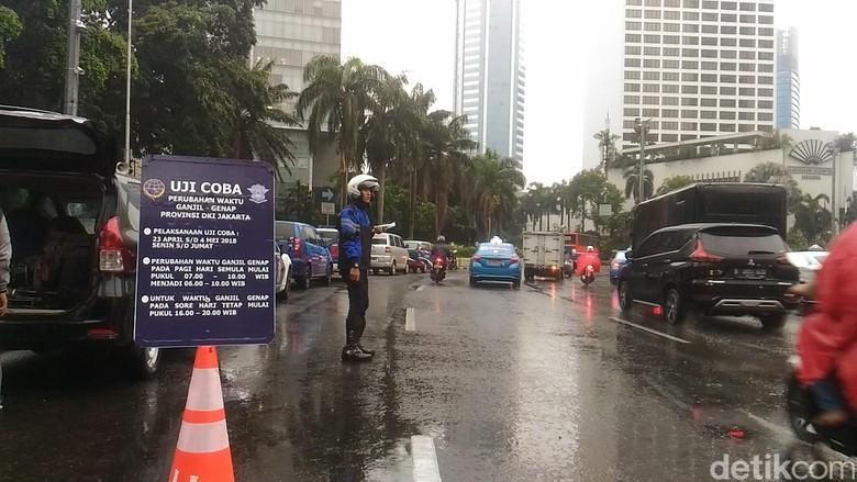 Jam Genap-Ganjil Maju, Mobil Tak Sesuai Aturan Masih Ada Melintas